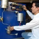 Làm nước nóng bằng máy lạnh